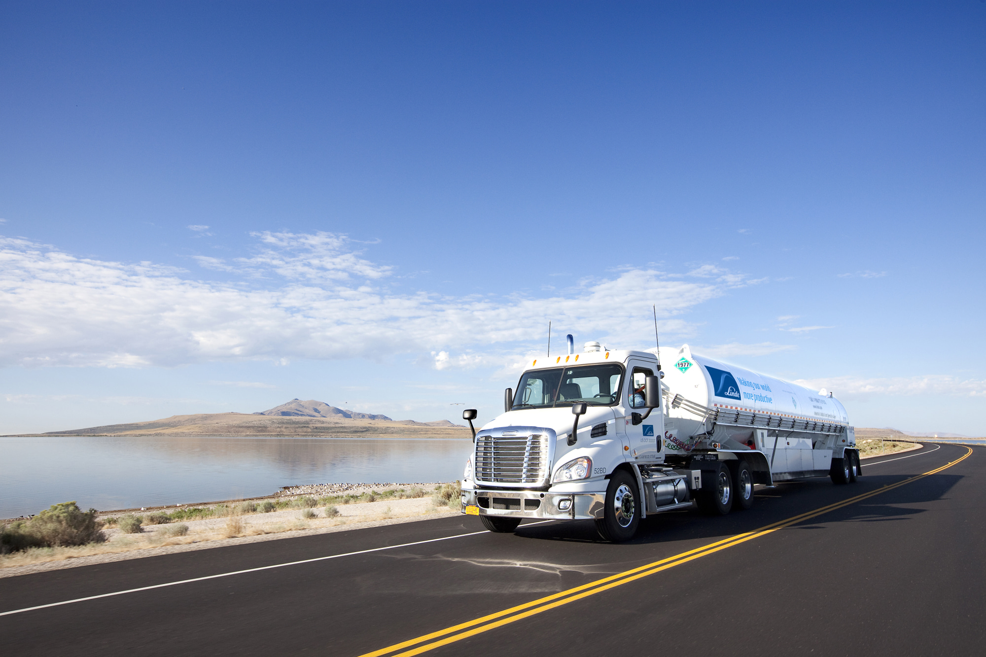 Bulk trailer truck delivering liquefied gases