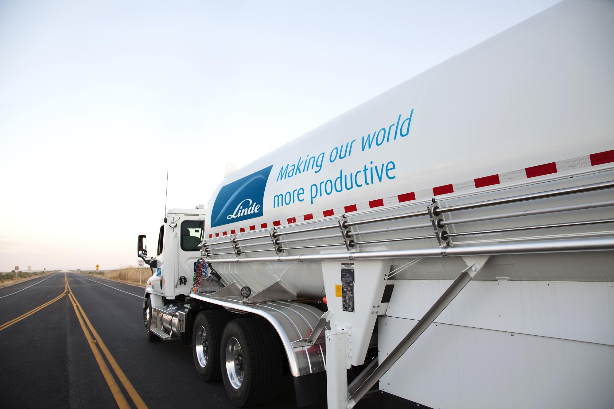 Bulk trailer truck delivering liquefied gases