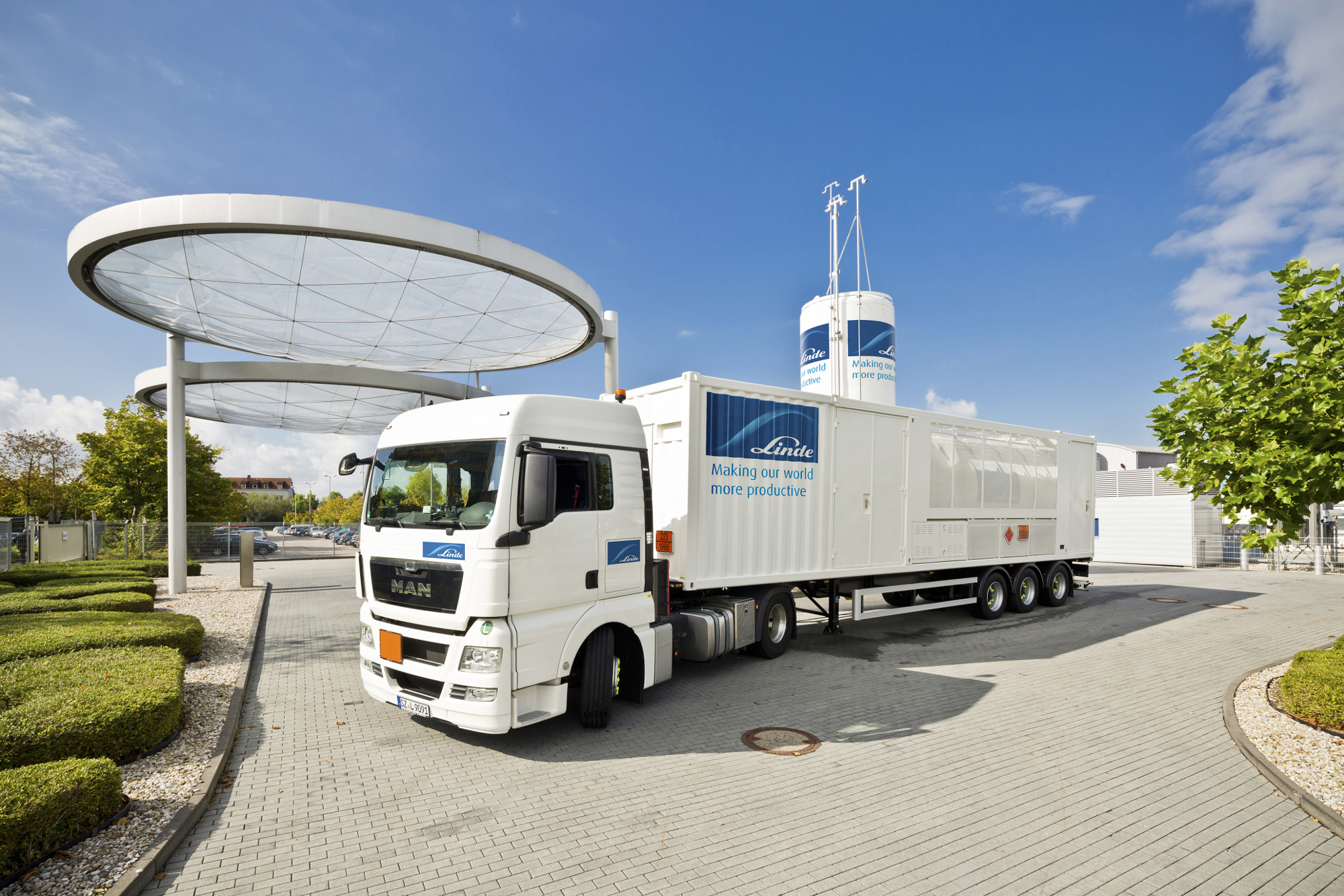 Hydrogen trailer at center in Unterschleissheim, Germany